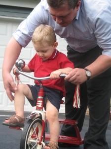 parent teaching child bicycle.free. pavaranda.stockxchng